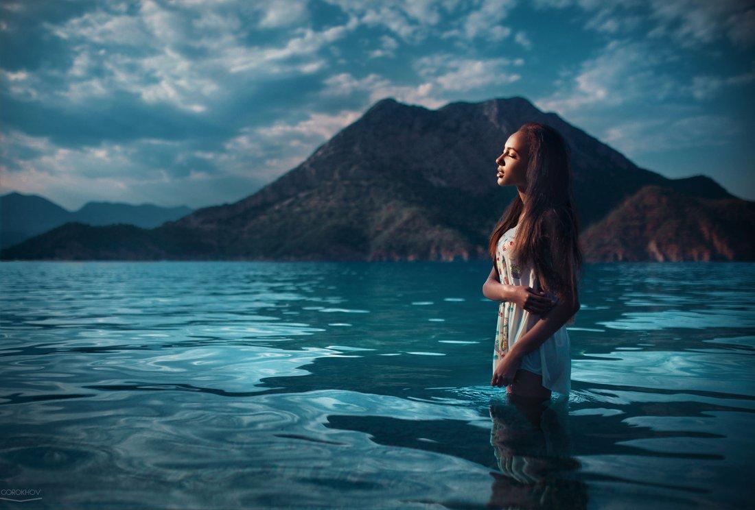 Фото девушек на фоне океана, Фото: Девушка на фоне океана 4 фотография