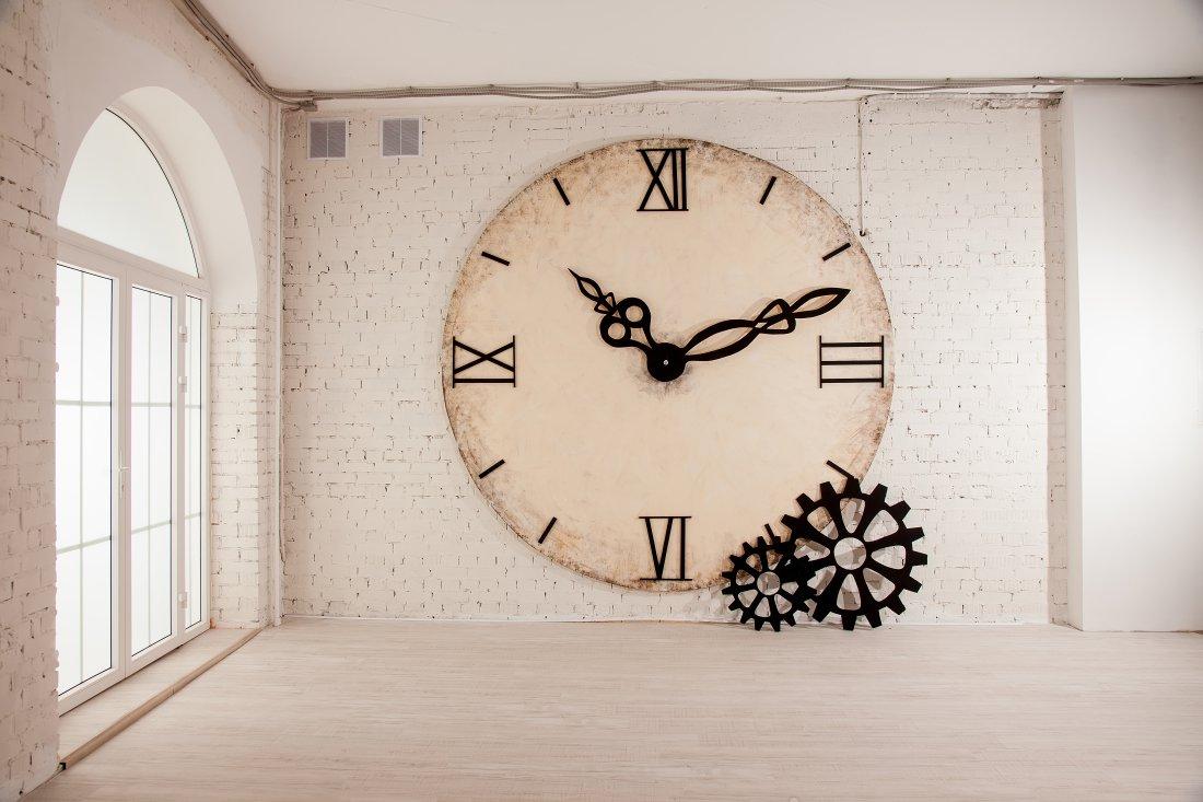 Огромные часы для фотостудии